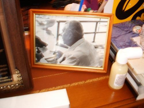 Foto de Chantal Triana a JLL en mi escritorio, regalo de la autora.