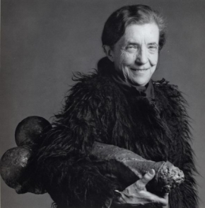Louise Bourgeois y Fillette. Foto de Robert Mappelthorpe (1982)