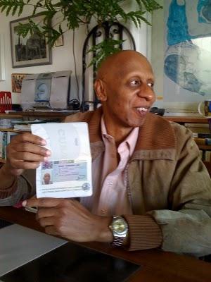 Guillermo Fariñas con pasaporte y visa