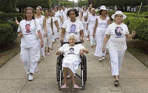 Damas de Blanco con las fallecidas Gloria Amaya y Laura Pollán