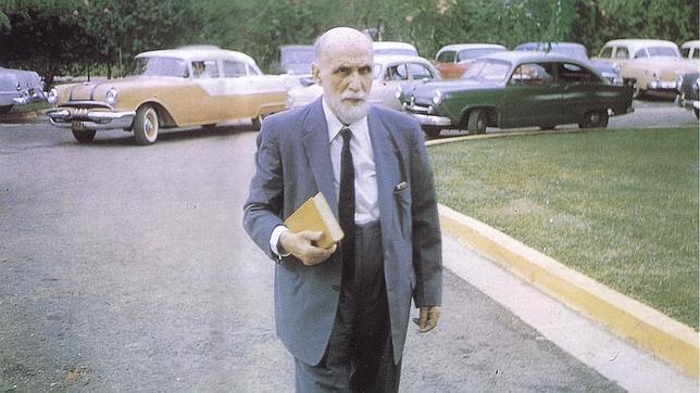 Juan Ramón Jiménez en Puerto Rico, el día que le fue concedido el Nobel de Literatura. Foto ABC.