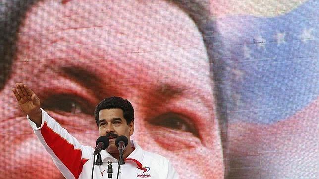 Saludo fascista de Nicolás Maduro. Foto ABC.