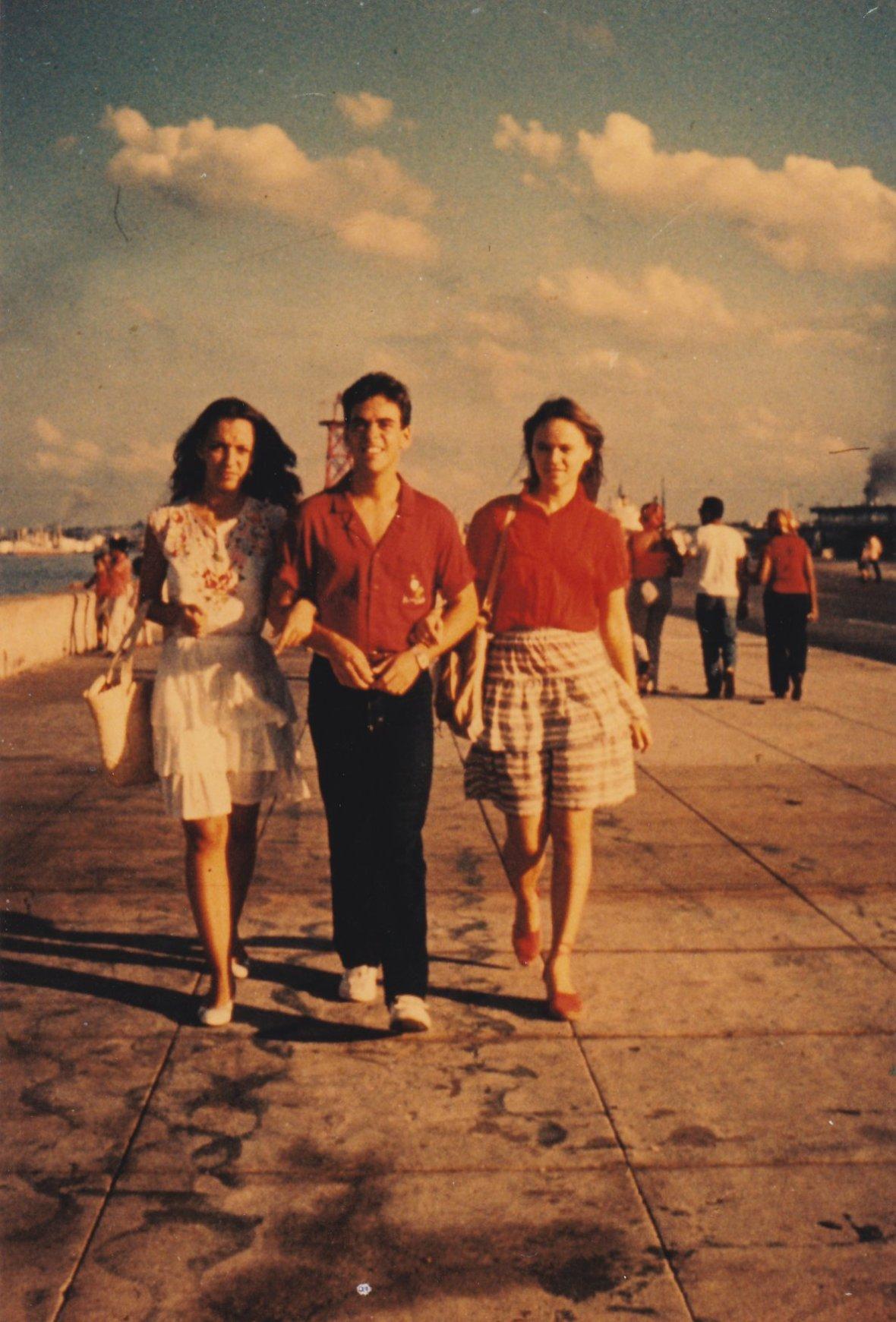 Ena, Rami y yo, en el Malecón - 1980