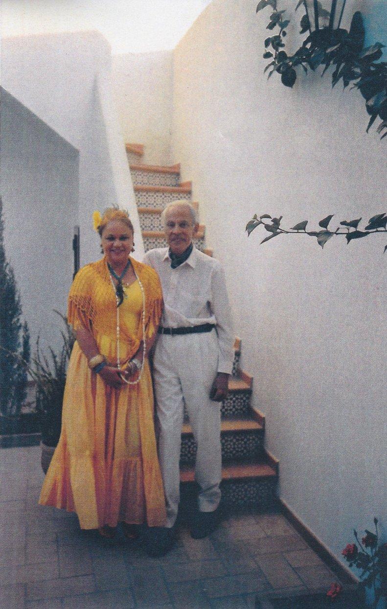 Con el pintor surrealista Jorge Camacho en su casa de El Rocío (2004). Foto Margarita Camacho