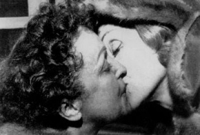marlene-dietrich-puts-a-liplock-on-edith-piaf-sometime-in-the-50s_