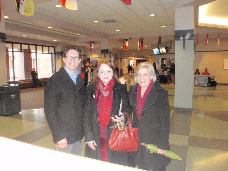 Con los profesores Jayson Meyler y Anne Pasero. Foto Armando González-Pérez