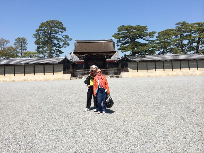 Miriam Gómez y yo en el Palacio Imperial de Kyoto. Foto Attys Luna Vega Valdés