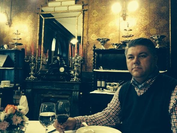 Gustavo Valdés en Lhardy. Foto Zoé Valdés