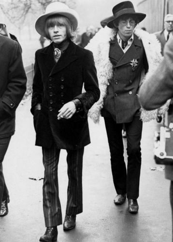 KEITH RICHARDS (RIGHT) AND BRIAN JONES OF THE ROLLING STONES.- 1967 Mandatory Credit: Photo By BILL ORCHARD / REX FEATURES