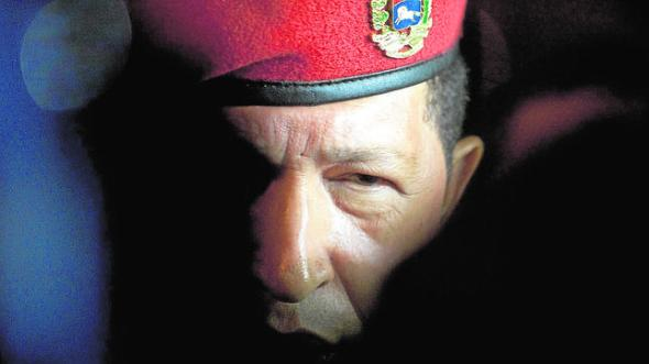 DOCU_GRUPO Venezuela's President Hugo Chavez arrives at the Cancun International Airport