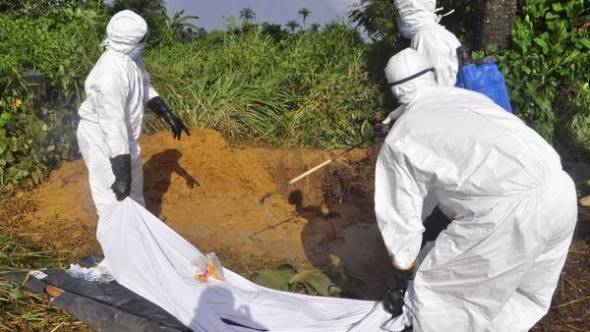 Trabajadores-sanitarios-desinfectan-preparan-LiberiaAP_CLAIMA20141031_0148_27