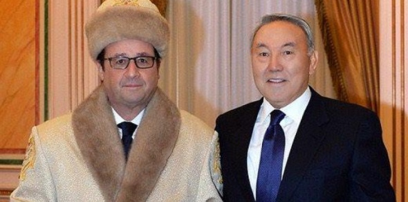 François Hollande a accepté de poser avec la pelisse et la chapka traditionnelles au Kazakhstan