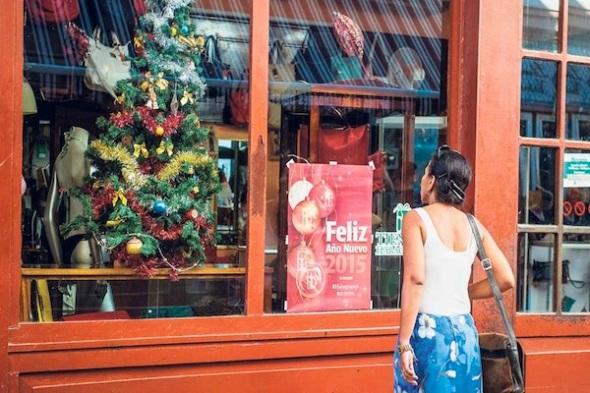 Navidad-ventana-tienda-Habana-AFP_LNCIMA20141223_0118_27