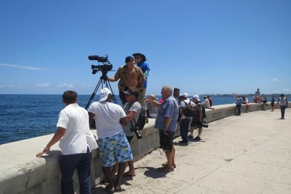 Foto-2.-Camarografos-de-medios-televisivos-americanos-estuvieron-en-el-Malecón-habanero