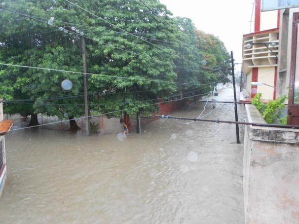 3 Una de las calles inundadas en La Victoria
