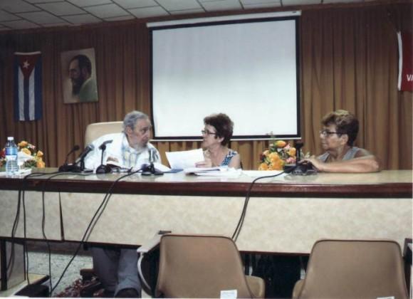 Fidel-en-el-Instituto-de-Investigaciones-de-los-Alimentos-580x420