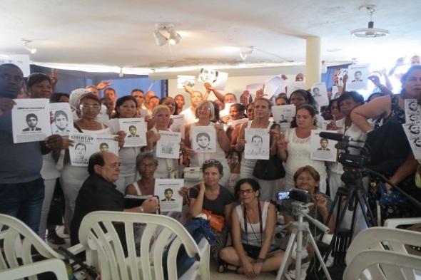 Foto-2.-Miembros-del-Foro-por-los-Derechos-y-Libertades-demandan-una-Ley-de-Amnistía