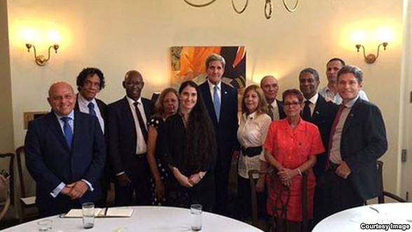 Kerry con disidentes en la residencia de Laurentis