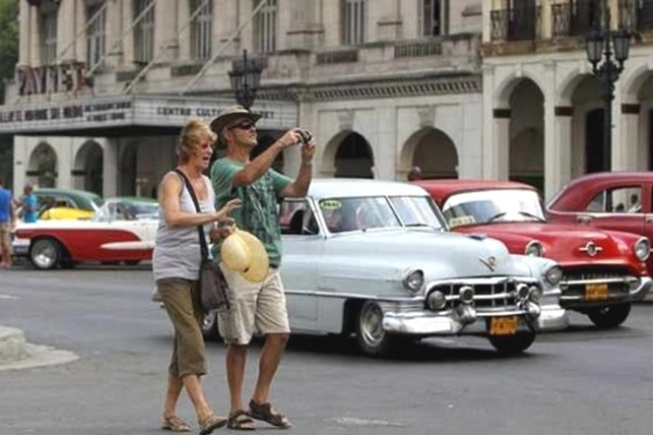Turistas-en-cuba