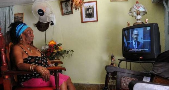 cubana-viendo-a-obama-por-tv-_ab-620x330