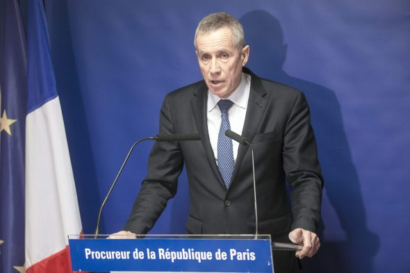 ETI5461. Paris (France), 14/11/2015.- Paris Public Prosecutor Francois Molins holds a press conference regarding the 13 november attacks in Paris, France, 14 November 2015. Reports state that Molins said 129 people were killed in the 13 November terror attacks, and 352 people were injured. Eight assailants were killed, seven when they detonated their explosive belts, and one when he was shot by officers, police said. (Francia) EFE/EPA/ETIENNE LAURENT