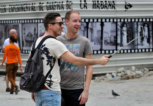 tourists-make-a-selfi-251-520-360