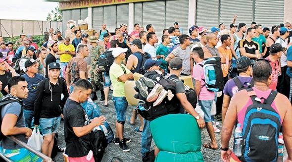 CIENTOS DE CUBANOS TRATAN DE REUBICARSE EN HOTELES EN PANAM¡
