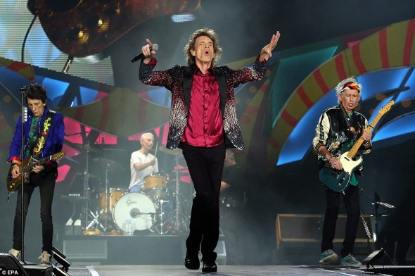 3290a71400000578-3510241-the_rolling_stones_rocked_out_in_cuba_last_night_as_they_put_on_-a-1_1458979057932