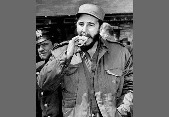 620-fidel-castro-political-life-eating-hot-dog-zoo-esp.imgcache.rev1372853945343.web