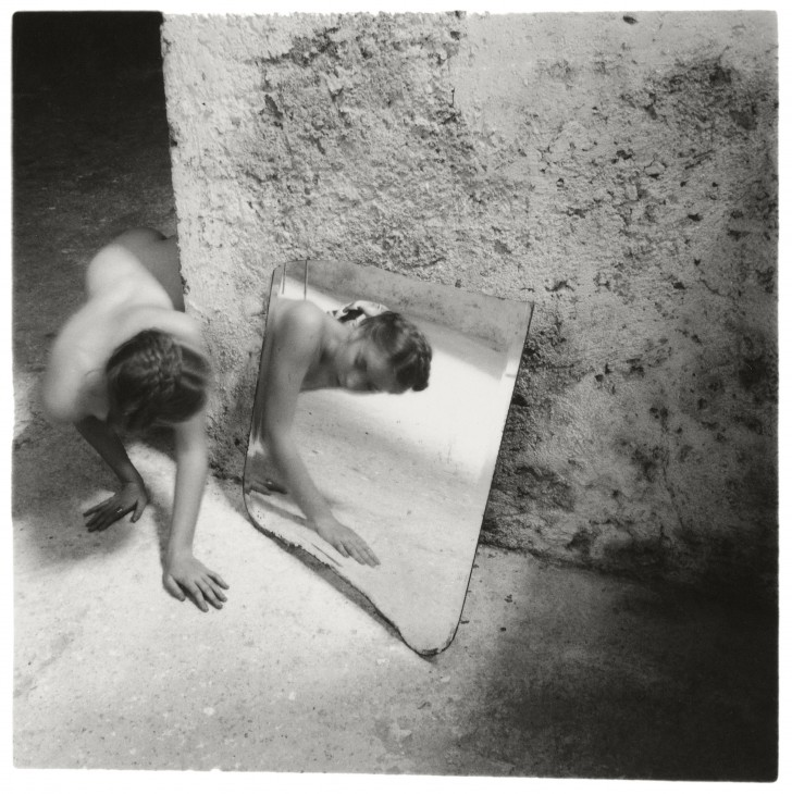 001-Francesca-Woodman-Self-deceit-1-Rome-Italie-1978-©-George-and-Betty-Woodman-728x730