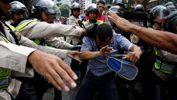 venezuela-nicolas_maduro-henrique_capriles-manifestaciones-derechos_humanos-henry_ramos_allup-mesa_de_unidad_democratica_-mud-mundo_125749075_10705841_1706x960