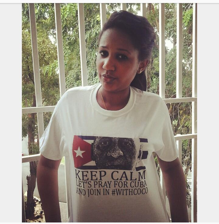 """Alicia Fariñas Seguir · 25 de agosto ·    Del Facebook de Alicia Fariñas: """"Ya salio la 1raT-Shirt de la campaña #JuntoACoco cortesía Two way T-Shirts San Juan, Puerto Rico. Para + Info escribirme x inbox.... Las tengo en color blanco y gris 🙌🙌🙌🙌🙌"""""""