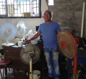 angel-barroso-medina-cuentapropista-reparacion-taller-300x277
