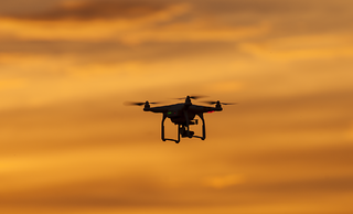 dron-sunset-anochecer-flickr-cc-greg-clarke-131016