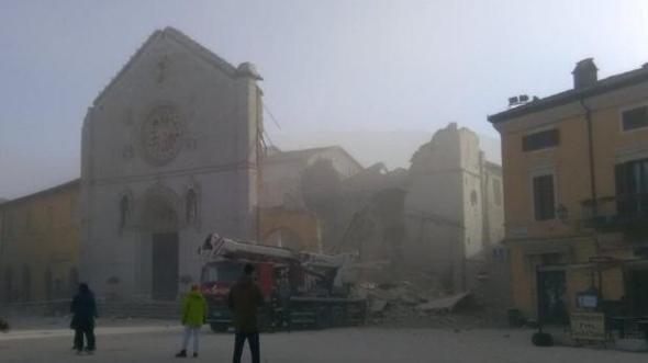 twitter-terremoto-italia-u10187853307ai-620x349abc-home