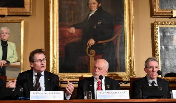 DF02 ESTOCOLMO (SUECIA), 07/12/2016.- Los nobeles de Química de este año, (i-d) el holandés Bernard L. Feringa, el británico J.Fraser Stoddart y el francés Jean-Pierre Savage, ofrecen una rueda de prensa en la Real Academia de las Ciencias de Suecia en Estocolmo, Suecia, hoy, 7 de diciembre de 2016. EFE/HENRIK MONTGOMERY PROHIBIDO SU USO EN SUECIA