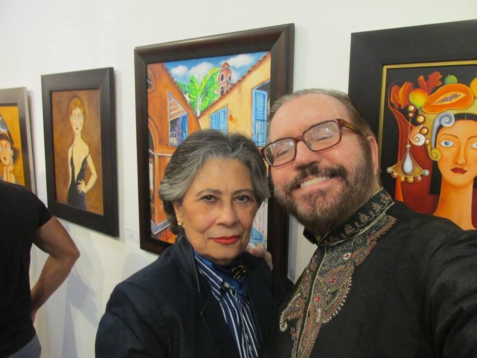 La vedette July del Río con el escritor Daniel Fernández