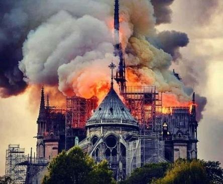 Notre Dame en feu